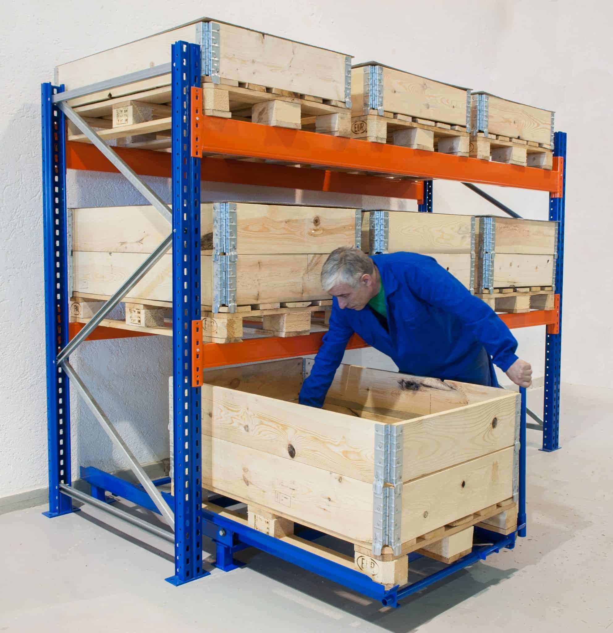 Picking with pull-out unit